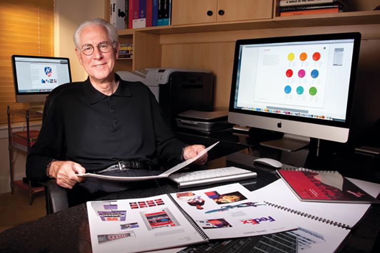 Lindon Leader là giám đốc thiết kế cao cấp tại Landor Associates khi logo FedEx được thiết kế.