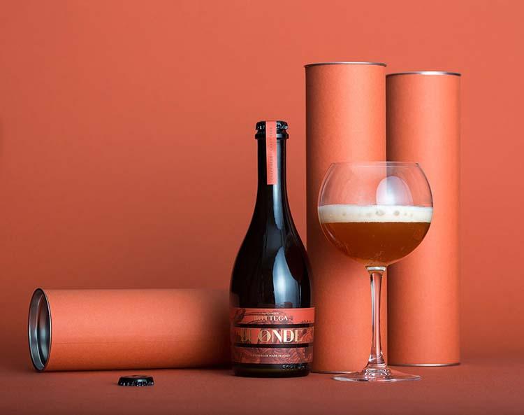 Thiết kế bao bì sang trọng của hãng rượu La Bottega vận dụng khéo léo kết cấu để tạo ra một thiết kế tinh tế.