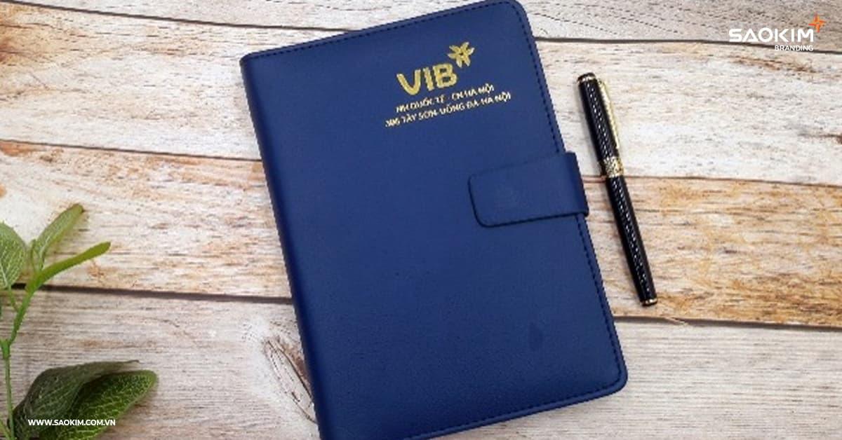 Checklist qùa tặng thương hiệu: Mẫu quà tặng thương hiệu của VIB - Sổ gáy xoắn bìa da khổ A5