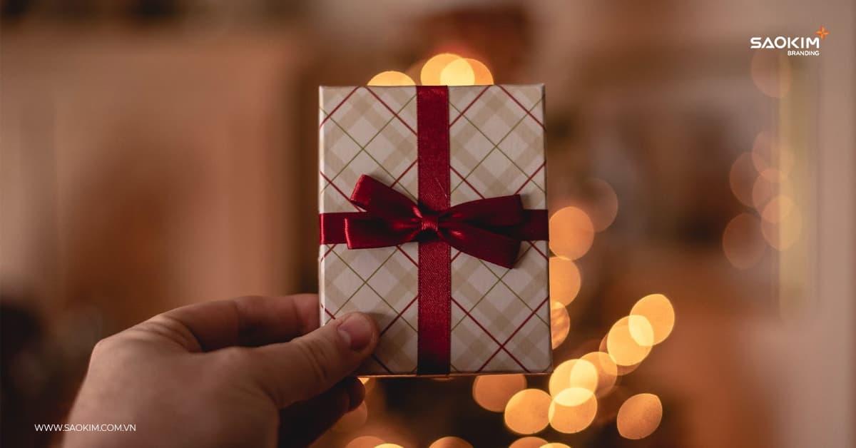 Quà tặng doanh nghiệp cao cấp: Tặng quà ngoài những ngày lễ