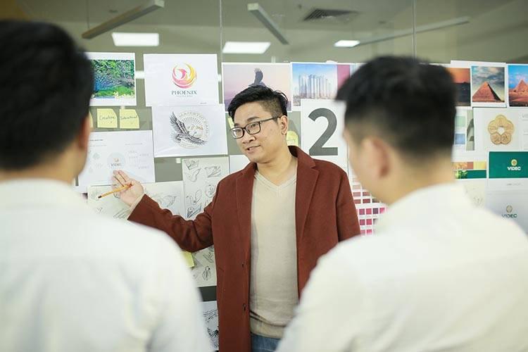 Chuyên viên thiết kế thương hiệu Sơn Nguyễn.